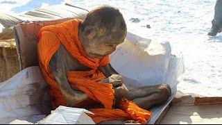 Двухсотлетняя мумия монаха жива!