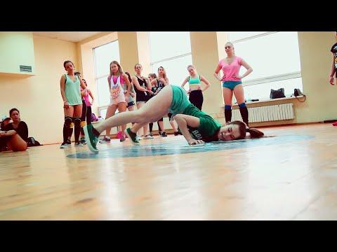 White Girls Twerking: Twerk Dance Choreo to
