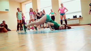 """White Girls Twerking: Twerk Dance Choreo to """"iTwerk"""""""