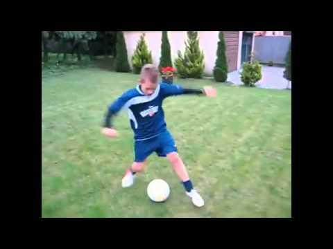 Yetenekli Çocuk Profisyonel futbol haraketleri