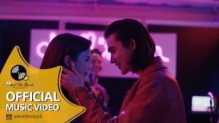Pae Arak and The Pisat Band - ฉันออกไปเต้นกับเพลงที่ไม่คิดจะฟัง (Dance Song) [Official MV]