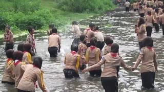 heboh pramuka mandi di sungai  video salam pramuka