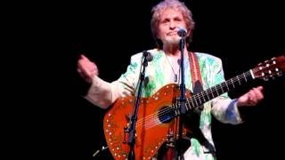 Jon Anderson recount's his first meeting with Vangelis and sings
