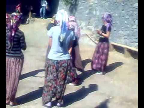 karahaliller köyünde kızlar