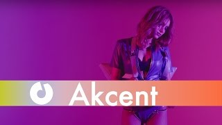 Akcent feat. Tamy & Reea - Boca Linda [Love The Show] (Official Music Video)