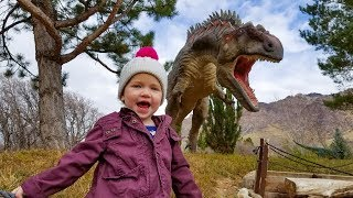 Scary Trip to Jurassic Park (Dinosaurs and Fun)