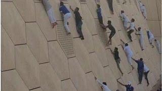 """جمهور الهلال يتسلق جدران استاد الملك فهد """"الحصن""""  #الهلال"""