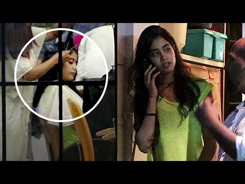 Xxx Mp4 Sridevi With Daughter Jhanvi Kapoor Get A Makeover At A Salon Spotted 3gp Sex