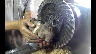 Ternyata Begini Cara Servis Gardan Mobil Truk di Mesin Bubut | How to Service Truck Axle