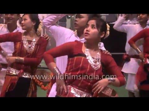 Chakma dance by Delhi Chakma Cultural Group from Arunachal-Mizoram