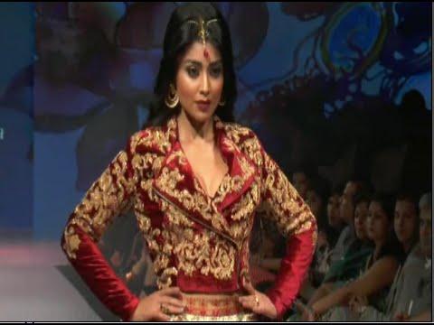 Xxx Mp4 Shriya Saran On Ramp For Designer Nirali Mehta At Madame Style Week 3gp Sex