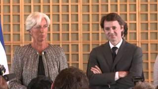 Passation de pouvoirs Lagarde/Baroin sous les applaudissements