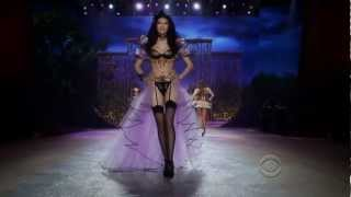 Rihanna - Diamonds Live Victoria Secret Fashion Show 2012