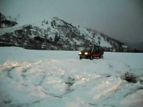 Suzuki Samurai e Vitara vs daihatsu Feroza drift in the snow