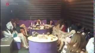 Đột nhập quán karaoke có 50 cô gái phục vụ khách ngoại