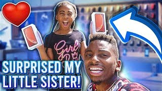 SURPRISED MY LITTLE SISTER WITH A iPHONE XR !!