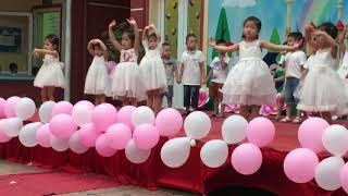 Múa gia đình nhỏ hạnh phúc to- bé Dâu Tây và các bạn trường mầm non Hoa Anh Đào