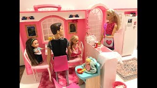 NEW Barbie Kitchen! Family Breakfast!