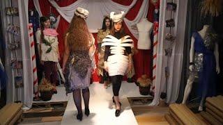 شاهد: مصمم روسي يعتمد على النفايات كمادّة أساسية في صنع الأزياء …