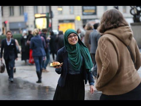 بنت عربية تعمل تجربة اجتماعية عن الحجاب في شوارع السويد. شاهد رد فعل الاجانب 2016