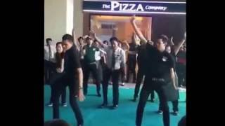 No Smoke - D Devith danced cover  (បុក្គលឹក Pizza company  រាំបទ No Smoke - G Devith