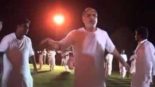 Pujya Bhaishri playing garba