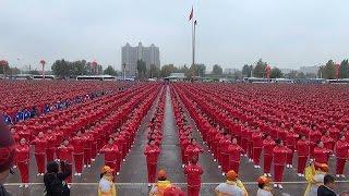 """2万中国大妈齐跳""""小苹果""""破吉尼斯纪录 / Guinness record: group dancing of 20.000 women"""