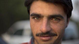 Pakistan's hot tea vendor becomes overnight star