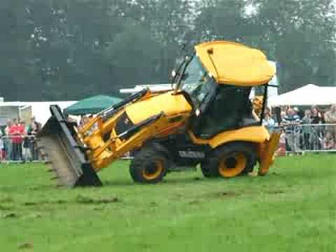 DANCING JCB AT WRAGBY SHOW