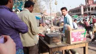 CHAI GARAM? chill out with a Chai Tea on the streets of New Delhi India