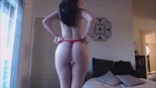 live webcam strip show of a sexy big booty girl undressing