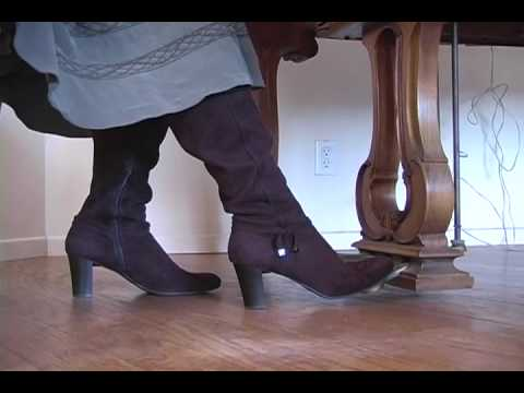 Beginning Piano Lesson How to use the sustain pedal while wearing heels