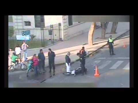 Las cámaras filman dos violentos choques protagonizados por motocicletas