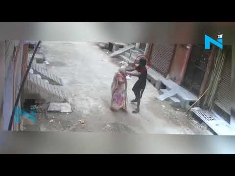 Xxx Mp4 CCTV बुजुर्ग महिला के कान से सोने के कुंडल छीनकर फरार हुआ चोर 3gp Sex