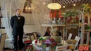 [CNN] Japan's controversial 'White Man' café      2008.07.24