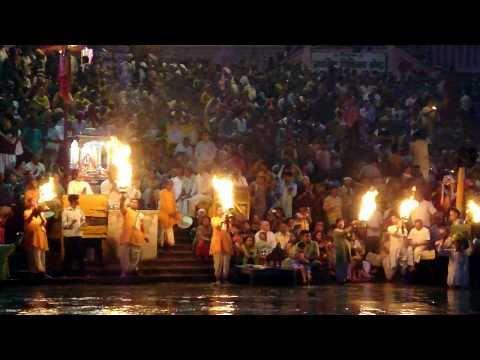 Ganga Aarti at Har-Ki-Pauri (Haridwar) - Incredible India!!