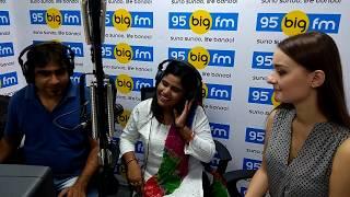 95 Big Fm RJ Chokha Ke Sath  me Khushboo Uttam ne  Hollywood Stars ko Sunaya