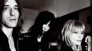 EMMANUELLE SEIGNER - ULTRA ORANGE-SING SING-MONTAGE VIDEO