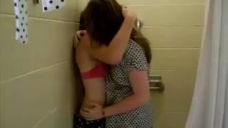GIRLS KISSING IN THE BATHROOM