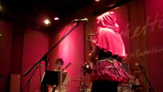 Jessy J performs the Adams Family Theme Song Live at Spaghettinis