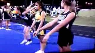 Monkey Videos - Jolie pompom girl fait une chute  //  Cheerleader Fail