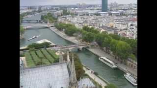 Charles Aznavour: Paris au mois d'aout. Parigi, agosto 2015.
