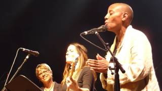 "Amos Lee LIVE ""Angel From Montgomery""  with Gail Ann Dorsey and Sara Lee"