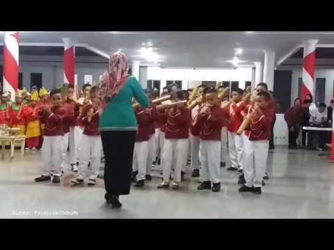 Xxx Mp4 Musik Bambu SD Di Sulawesi Tenggara Viral Di Dunia Maya Gurunya Panen Pujian 3gp Sex