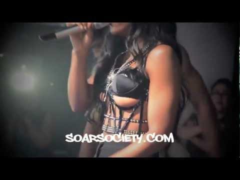 Kelly Rowland seins nus