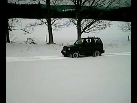 Daihatsu Feroza Nisan Terano Polívka 2