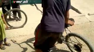 شاب يحول دراجة هوائية إلى دراجة نارية كل شئ ممكن