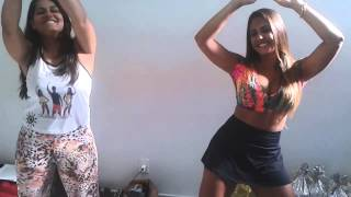 Rosana Maria e Débora Moreira dançando