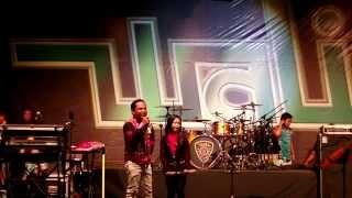 Nenekku Pahlawanku Nur Amira Syahira Feat Wali Band LIVE in JOHOR