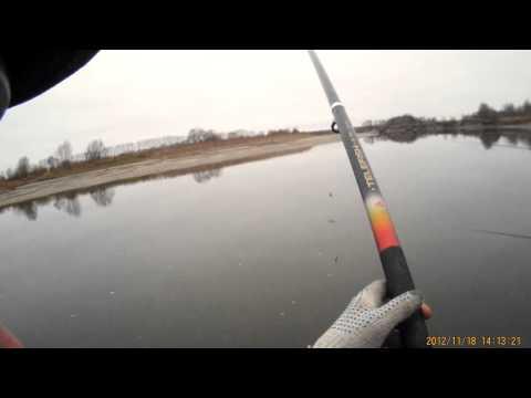 ловля окуня в осеннее время  со лодки бери  балду